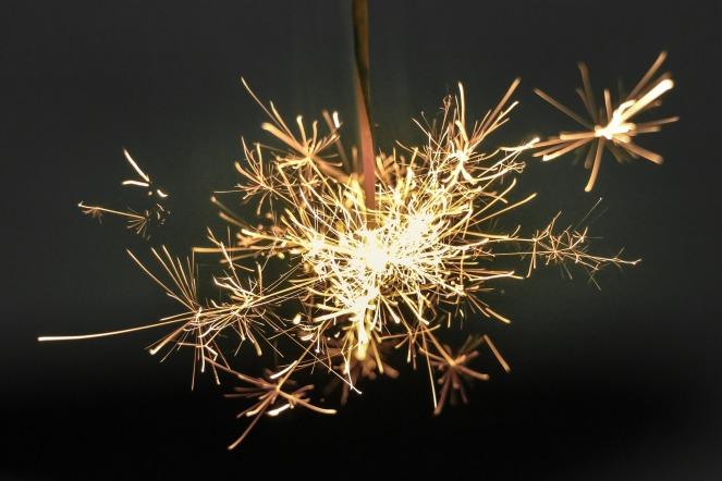 sparkler-918836_1920